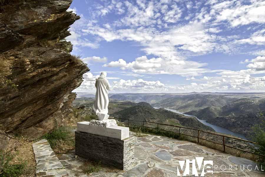 Nossa Senhora do Douro y balcón del Penedo Durao