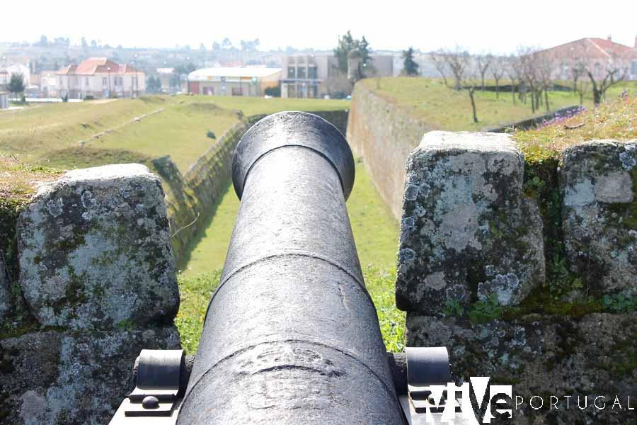 Uno de los cañones en la muralla de Almeida