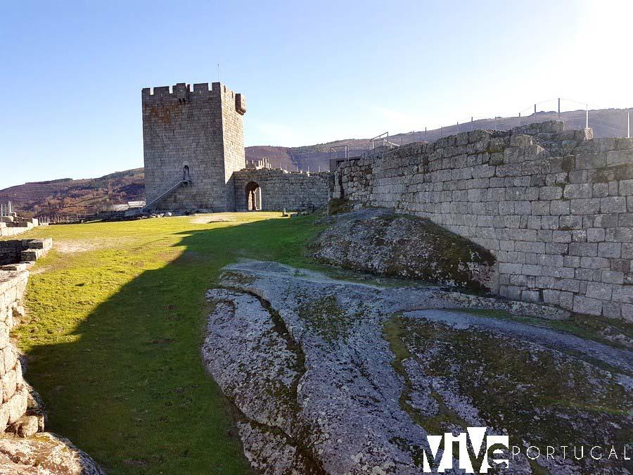Patio de armas del Castillo de Linhares