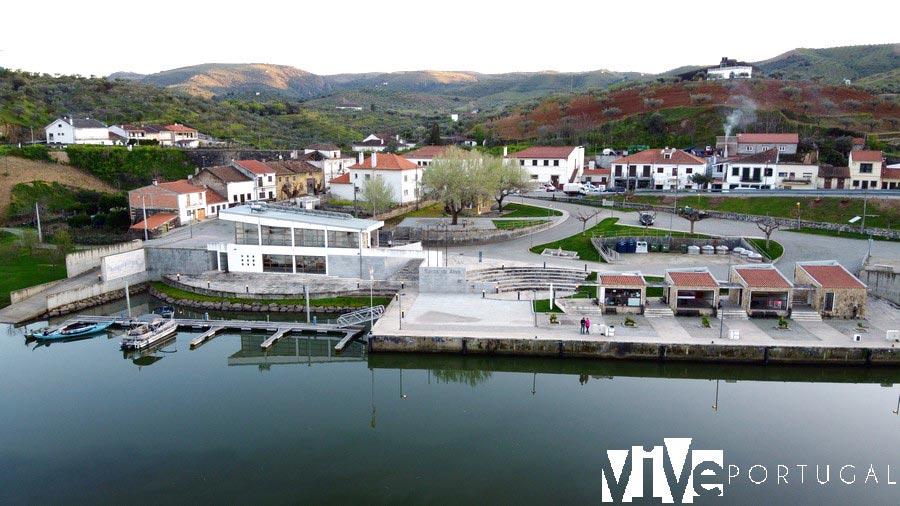 Muelle fluvial de Barca d'Alva