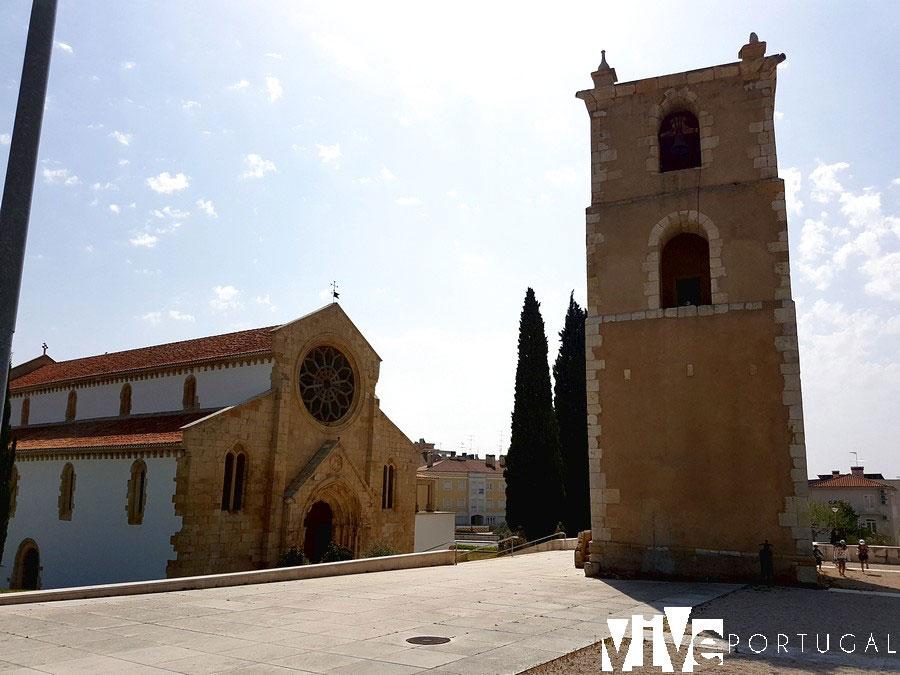 Igreja de Santa Maria do Olival y torre de vigía