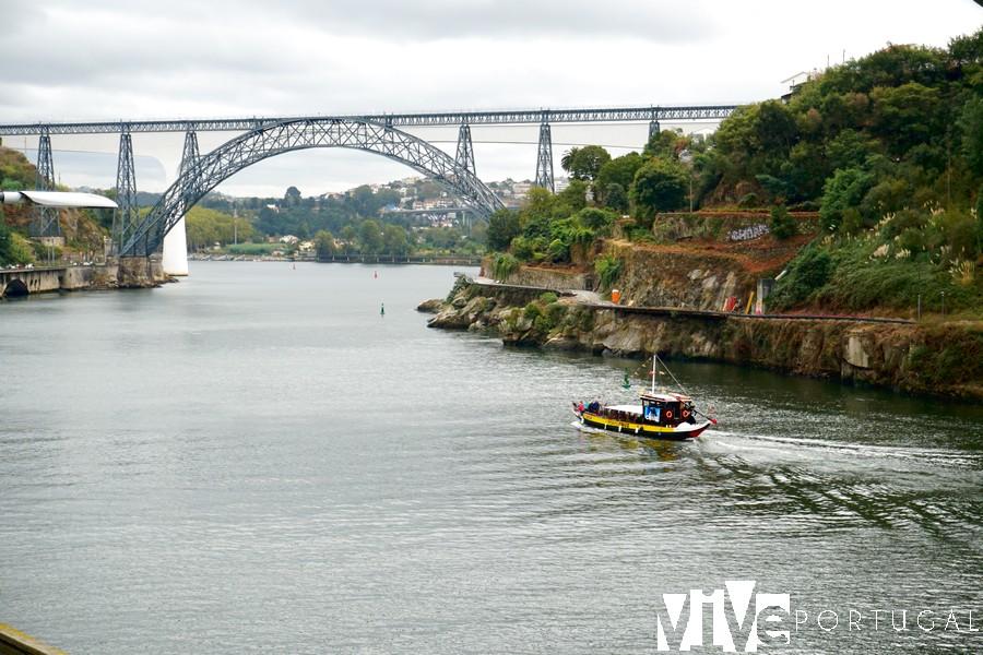 Puente Maria Pia desde el mirador das Fontainhas