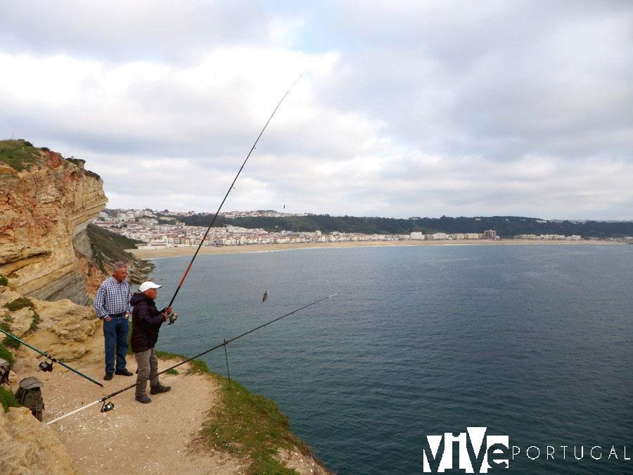Pescadores entre las playas del Norte y Nazaré
