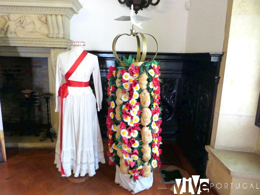 Vestido y tablero de la Festa dos Tabuleiros