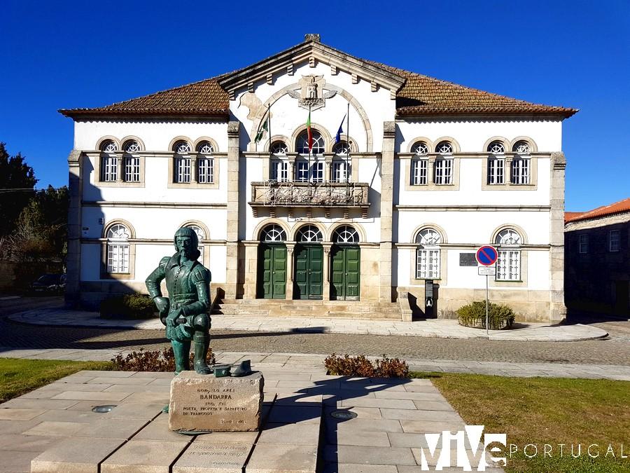 Monumento a Bandarra Trancoso Portugal