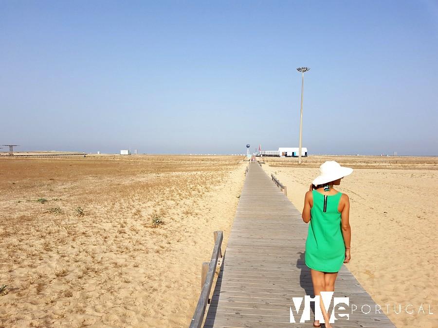 Una de las pasarelas de la praia da Claridade