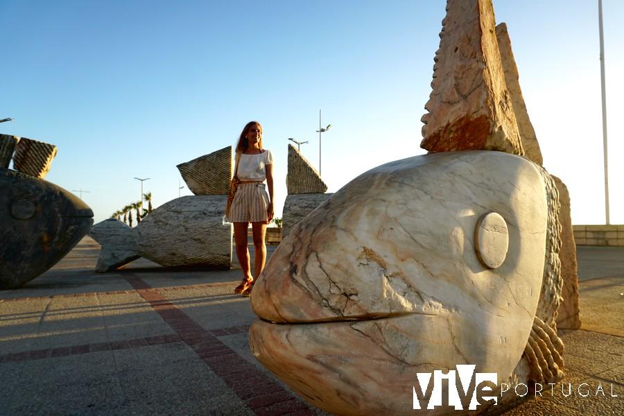 Esculturas en el paseo marítimo de Furadouro